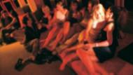 Manisa'da swinger partisine baskın: 6 kadın 18 erkekle cinsel ilişkiye girerken...