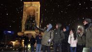 Kar yağışı başladı İstanbul bembeyaz oldu