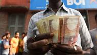 Hindistan'da gökten para yağdı