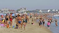 Sahilde üstsüz güneşlenen 3 kadın suçlu bulundu