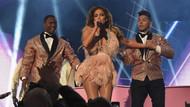 Jennifer Lopez'in Grammy 2019 sahne kostümü Türk modacı imzalı çıktı