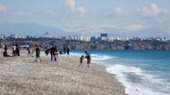 Antalya'da sahiller güneşli hava ile hareketlendi