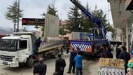 Mazbatasını alan SP'li başkan, ilk iş olarak beton blokları kaldırttı