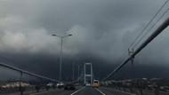 İstanbul'daki kara bulutlar köprüden fotoğraflandı
