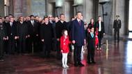 Bakan Selçuk ve çocuklar Atatürk'ün huzurunda