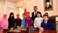 İBB Başkanı Ekrem İmamoğlu, koltuğunu ortaokul öğrencisine devretti