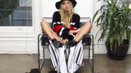 Model Sahara Ray, modaya uyarak küvette çıplak poz verdi