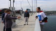 AKP tişörtlü genci intihardan Ahmet Davutoğlu vazgeçirdi