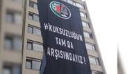 Ankara Barosu'ndan karşı komşusu YSK'ya pankartlı mesaj