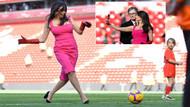 Liverpool'un First Lady'si Linda Pizzuti Henry sahaya inip top oynadı