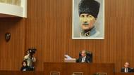Mansur Yavaş belediye meclisi toplantı salonuna kalpaklı Atatürk fotoğrafı astırdı