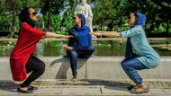 İran'da 30 kişi yoga yaparken gözaltına alındı: Akitçiler çok sevinecek