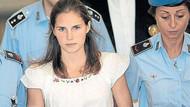 Amanda Knox cinayet mahalline döndü