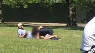 Londra'da etraftaki insanları umursamayan çift parkta ilişkiye girdi