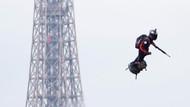 Paris'te flyboard'la uçan askere yoğun ilgi!