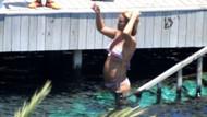 Pınar Altuğ, denize girdiği sırada kendisini gözetleyenleri ifşa etti!