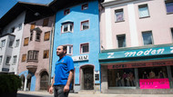 Trabzonspor fanatiği Avusturya'da tarihi binayı bordo maviye boyadı