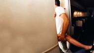 Ünlü oyuncu uçağın tuvaletinde hostesle cinsel ilişkiye girerken yakalandı