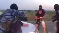 Şok eden evlilik teklifi: Askerler yolu kesip kadının kafasına silah dayadı