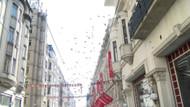 İstiklal Caddesi'nde gökten para yağdı: İnsanlar toplamak için yarıştı
