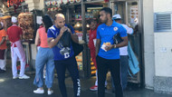 Liverpool ve Chelsea taraftarları Taksim'de gezip döner yedi