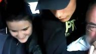 Taksicinin boğazına bıçak dayadı kız arkadaşı gülerek izledi