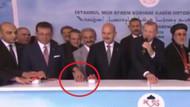 Egemen Bağış buton yerine AKP'li Yeliz'in eline basınca sosyal medyada olay oldu