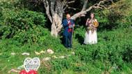 Ağaçla evlenen kadın soyadını değiştirme talebinde bulundu