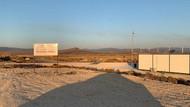 Yolcu garantisi verilerek ihalesi yapılan Alaçatı Havalimanı'ndan geriye tabela kaldı