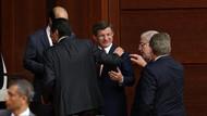 Karar yazarı Taşgetiren: Davutoğlu'nu ihanetle suçlayınca sorun çözülecek mi?