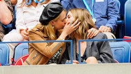 Cara Delevingne ve Ashley Benson öpüşmeye doyamadı