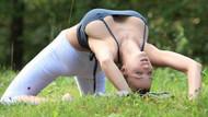 Jordan Carver parkta yoga yaptı, servet kazandı!
