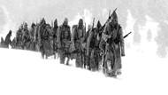 90 bin askerin donarak öldüğü yalandır!
