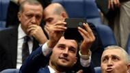 Erdoğan'ın önünde selfie gayreti!