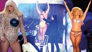 Lady Gaga sahnede çıplak kaldı.. İşte o anlar