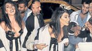 Hande Yener kapı önünde coştu