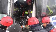 Midibüs kamyona çarptı: 20 yaralı!