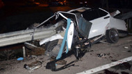 Otomobil bariyere saplandı: 3 ölü!