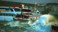 Dev dalgalar feribot ile deniz otobüsünü çarpıştırdı