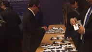 Büyükelçilerin telefonları toplatıldı