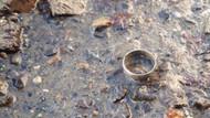 Denize düşen alyans altı yıl sonra bulundu