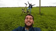Devrilen elektrik direği üzerinde tehlikeli selfie