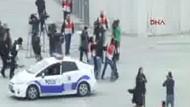 Taksim'de pankart açan iki kadına gözaltı!