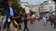 Temsili Akşemseddin at üstünde durmayı beceremedi