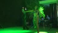 Çılgın gelinden seksi dans