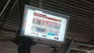Otobüs durağında porno yayınladılar!