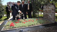 Davutoğlu ve Türkeş'ten Başbuğ'un mezarına ziyaret