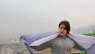 İranlı kadınlar başörtülerini attılar