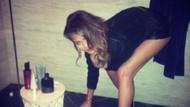 Chrissy Teigen temizlik yaparken de seksi