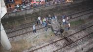 Biri demiryoluna uçtu, diğeri köprüde asılı kaldı